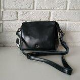 Удобная кожаная сумочка на длинной ручке, черная