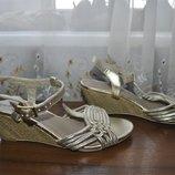 Крутые серебряные босоножки 37рр F&F