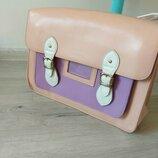 Красивая и практичная сумка через плечо для девушки -студентки или школьницы.