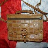 Кожаная фирменная сумочка сумка бренд .F&F
