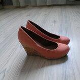 красивые замшевые туфли Plato