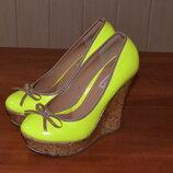Жіночі лакові туфлі 37 р. лакова сумка bershka в подарунок