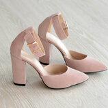 Красивые женские туфли на каблуке из замши цвет пудра