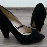 Туфли с открым пальчиком босоножки черные на каблуке