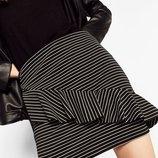 Полосатая стрейчевая мини юбка с рюшей