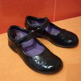 Туфли школьные р. 28,5 10,5 F Clarks натуральная кожа лаковая