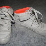 Демисезонные белые кожаные ботинки Adidas на девочку. Размер 36 3,5 .