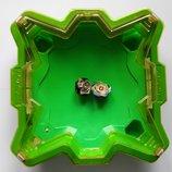Зеленая арена и Бейблейды Хасбро Beyblade Burst Evolution Star Storm Beystadium волтраек сатомб