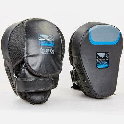 Лапа изогнутая боксерская Bad Boy Pro Series 8288 2 лапы в комплекте, размер 25x20x10см