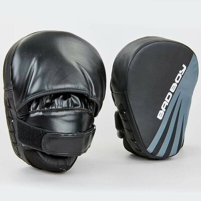 Лапа изогнутая боксерская Bad Boy Impact 8281 2 лапы в комплекте, размер 25x20x10см
