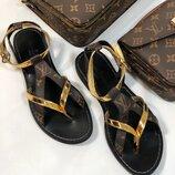 Женские кожаные босоножки Louis Vuitton