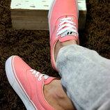 Женские натуральные кеды нежно розового цвета, крепкая и красивая обувь на каждый день