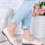 Кожаные туфли с перфорацией светло-розового цвета натуральные