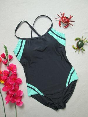 Классный сдельный купальник спортивного типа с контрастными вставками для бассейна и пляжа F&F.