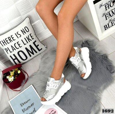Летние кроссовки серебро