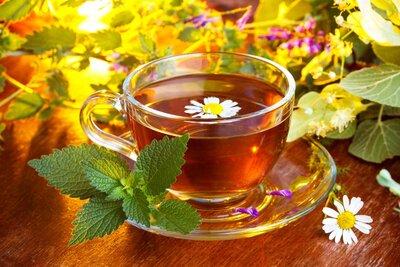 Чай «Цветочный» - лепестки цветов, лепестки роз, зверобой, шалфей, цвет бузины.