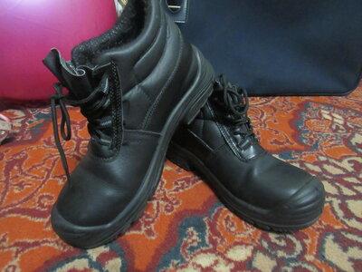 Продам ботинки,натуральная кожа. размер 41