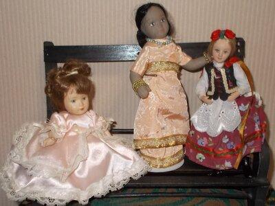 Кукла фарфоровая маленькая. Распродажа.