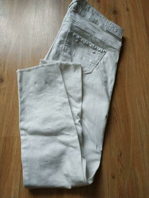 Белые укороченные джинсы bershka р.34