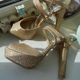 Нарядные золотистые босоножки Jane Norman