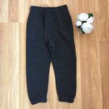 Новые фирменные теплые штаны primark малышу 3-4 года.