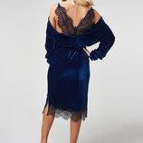 Бархатное платье с потрясающе красивой кружевной спинкой LuxLook