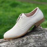 Мужские летние туфли кожаные модельные на шнурках в дырочку светлые бежевые