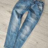 Фирменные джинсы-slim,брюки узкие.