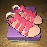 Кожаные босоножки Clarks Loni Moon детские для девочки розовые Кларкс стелька 18 см сандалии