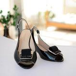 Распродажа Босоножки на каблуке черного цвета на невысоком каблуке