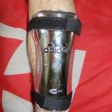 Спортивний оригинальний футбольний щиток Adidas Адидас .м-л