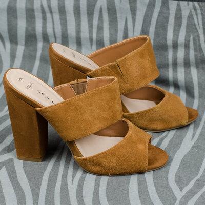 Замшевые шлепанцы New Look на широкую ногу 35-36р. 22,5 см.