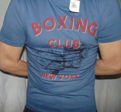 Новая стильная брендовая футболка Kiabi.м-л