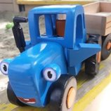 Синий трактор деревянный Едет трактор с прицепом, ручная работа