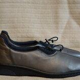 Легкие закрытые серебристые кожаные туфли Rieker Германия 37 р.