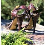 Изысканные босоножки из рептилии Shy