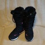 Теплые черные спортивные замшевые сапоги с контрастной вставкой Nike 41 р.