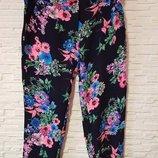 Яркие укороченные цветочные брюки AX Paris