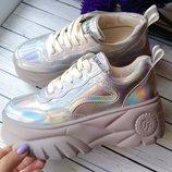 Очень крутые и стильные кроссовки