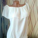 Новая красивенная блуза с воланом