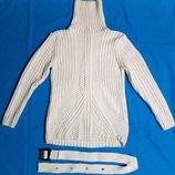 Женский свитер белый