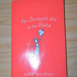 The strongest girl in the world, детская книга на английском языке