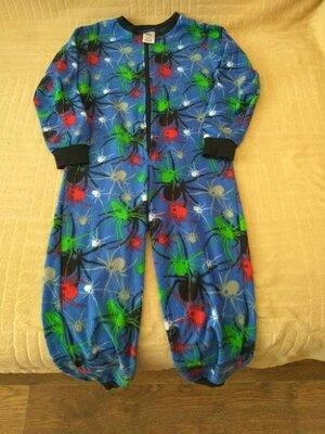 продам в отличном состоянии,фирменный Boys,флисовый слип,пижаму,7-9 лет. Качество отличное Тонкий