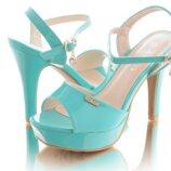 Босоножки на каблуке новинка цвета