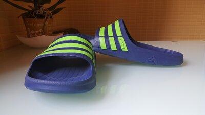 Фирменные шлепанцы Adidas original