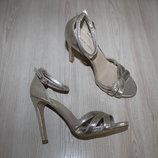 Нарядные туфли босоножки New Look