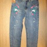 Джинсы укороченные с вышивкой grupo jeans