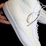 43 разм. Кеды Nike 27, 5 см. стелька. Оригинал. ширина подошвы- 10 см., высота от пола - 13,5 см.