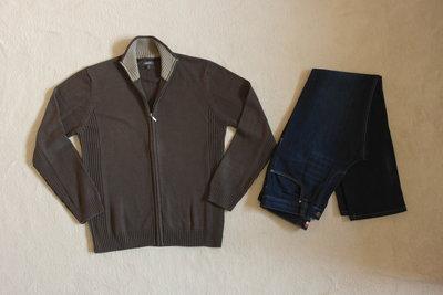 Фирменная кофта темно коричневая