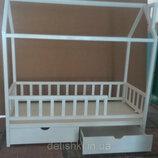 Кровать - домик из массива дерева г.Одесса